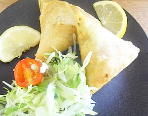 Home-made lamb samosas