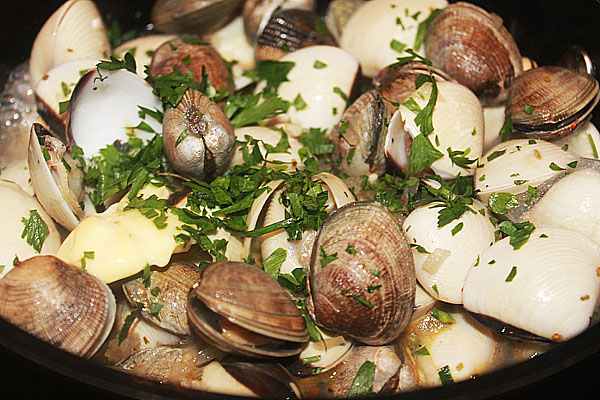 Clams cooked in Kingfisher