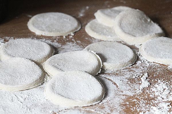 Dough circles for Mandarin Pancakes