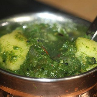 How To Make Saag Aloo Curry