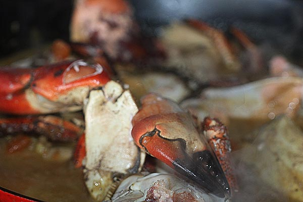 Making crab curry