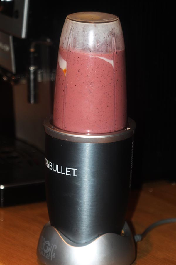 Making blueberry lassi