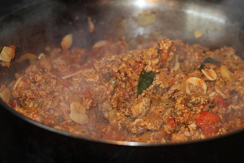Making pork mince curry